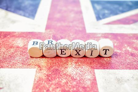 brexit buchstabe wuerfel auf union jack
