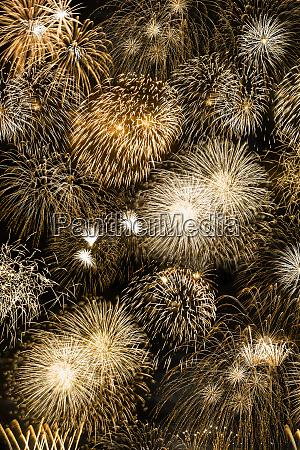 silvesterfeuerwerk goldene goldene goldene hintergrundformat jahr