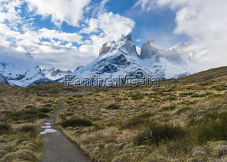 wanderweg im nationalpark torres del paine