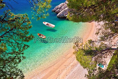 hiden beach in brela with boats