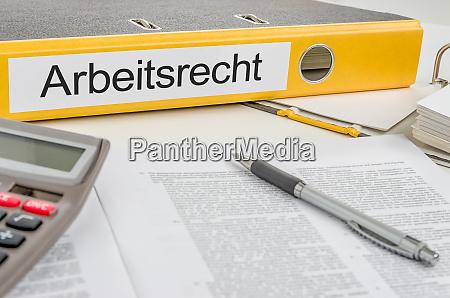 gelbe mappe mit dem arbeitsrecht arbeitsrecht