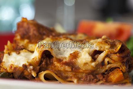 teil der klassischen italienischen lasagne auf
