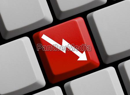 krisenkonzept auf computer tastatur mit pfeil
