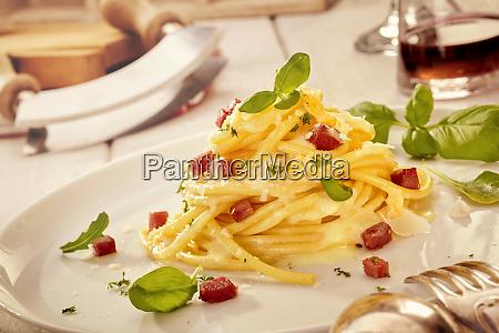 italienische spaghetti gourmet praesentation