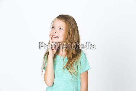 portraet von jungen huebschen blonden maedchen