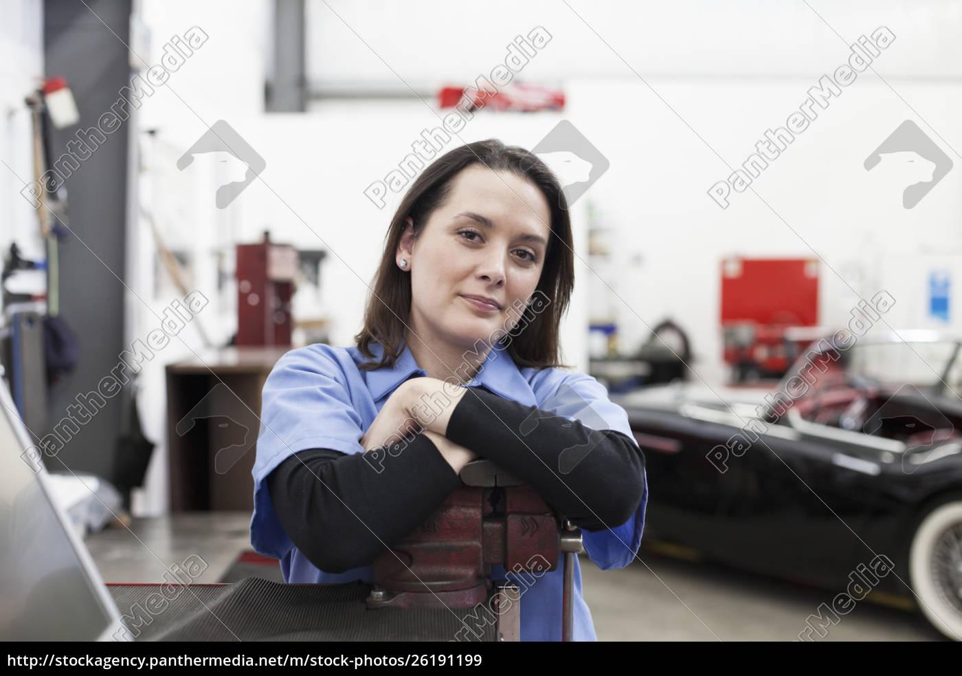 ein, porträt, einer, kaukasischen, mechanikerin, in - 26191199