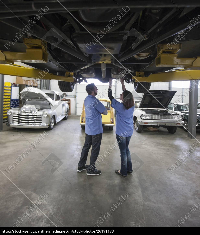 männliche, und, weibliche, mechaniker, arbeiten, an - 26191173