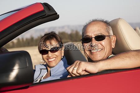 ein, hippes, älteres, hispanisches, paar, auf, einer - 26192578