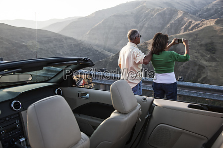 ein, hispanisches, senior-paar, genießt, die, landschaft - 26192598