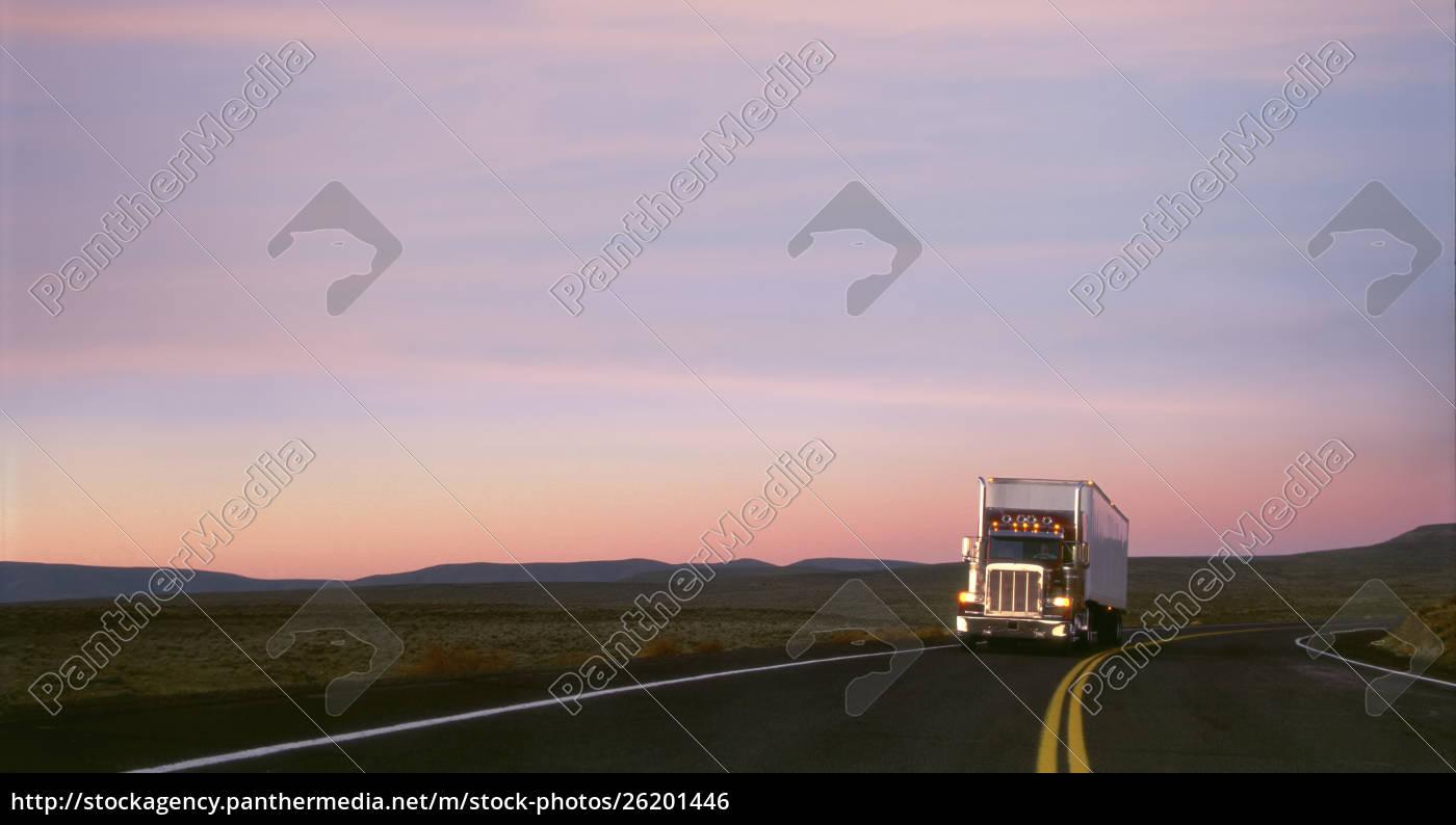 klasse, 8, schlafwagen, auf, der, autobahn - 26201446