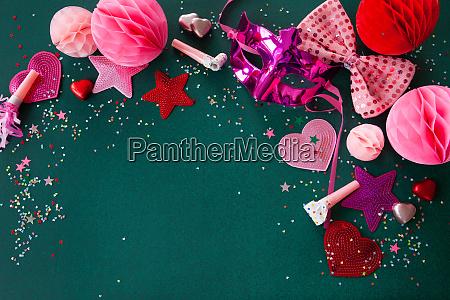 bunte dekoration fuer karneval