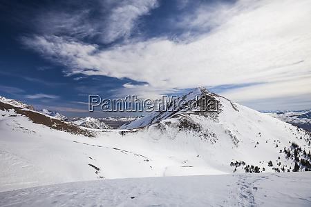 blick auf schneebedeckte berge der lost