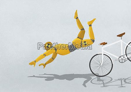 crashtest attrappe fliegt ueber fahrrad