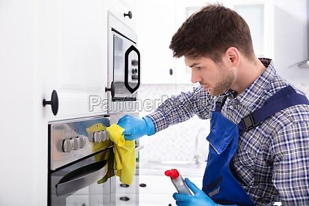 janitor reinigungsofen in der kueche