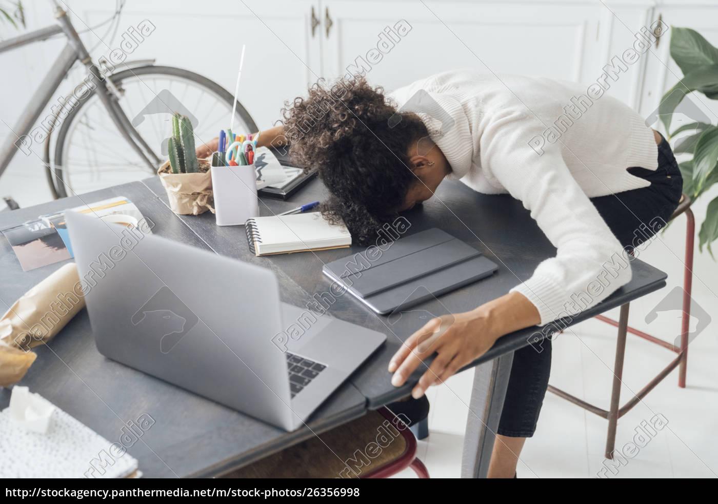 müde, freiberufler, schlafen, auf, ihrem, deak - 26356998
