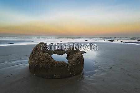 neuseeland otago kueste moeraki boulders am