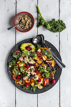 kale avocado salad with red cabbage