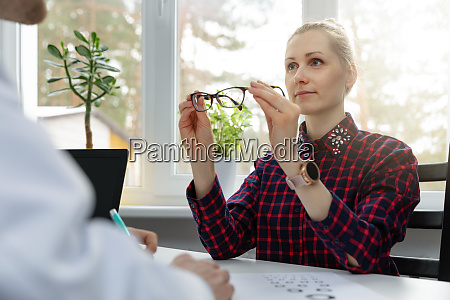 eye care woman testing her