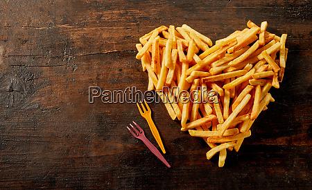 herzfoermig stillleben der pommes frites
