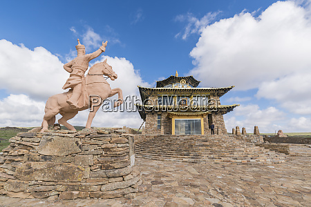 tsorjiin khureenii temple and genghis khan