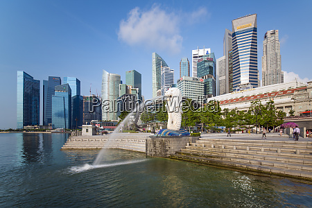 the merlion statue with the city