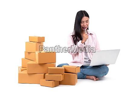 frau die online verkauft