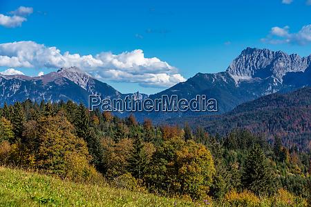 landschaft bei garmisch partenkirchen in bayern