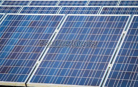 erneuerbare energien mit solarmodulen in der