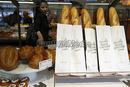 frisches, französisches, brot, (baguette), zum, verkauf - 26508539