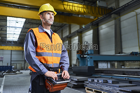portraet des menschen in der fabrik