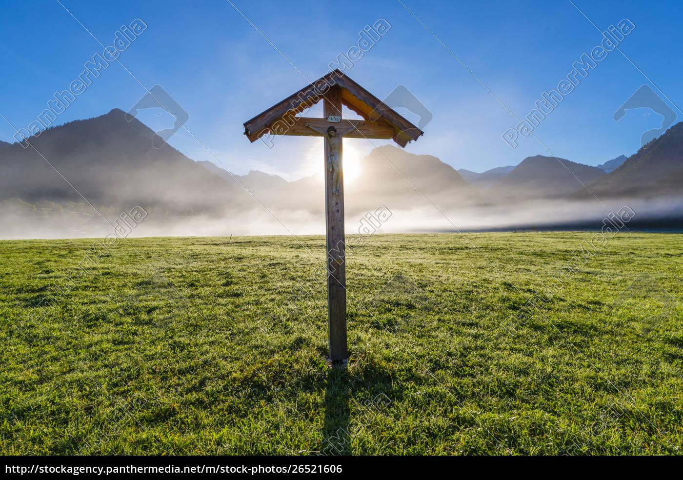 deutschland, bayern, allgäu, allgäuer, alpen, lorettowiese, bei, oberstdorf, feldkreuz, gegen, morgensonne - 26521606