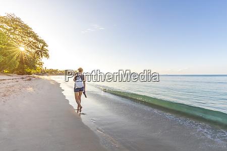 seychellen, mahe, beau, vallon, beach, frau, zu, fuß, am - 26521210