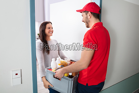 delivery man holding lebensmittel