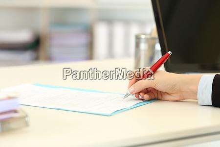 executive hand unterzeichnung eines formulars oder