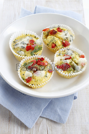 egg muffins with peppers and broccoli