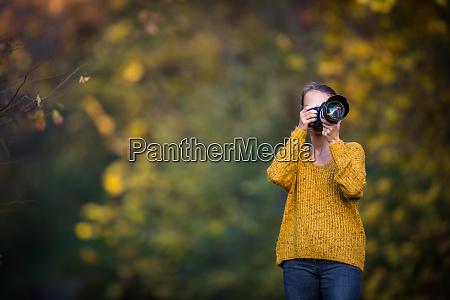 huebsch weiblich fotograf aufnehmen fotografieren im