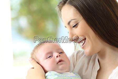 stolze mutter und baby
