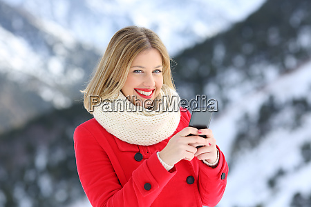 happy woman posing holding a phone