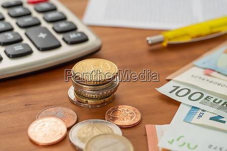 geld und ein taschenrechner