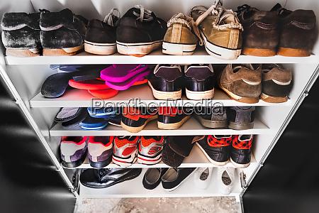 schuhregal mann sneakers
