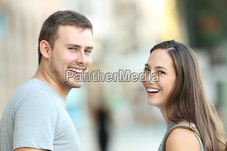 paar laecheln zaehne zahnarzt zahnmedizin dental