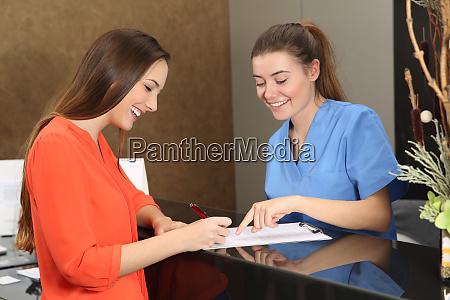 patient wird in aerztlicher beratung betreut