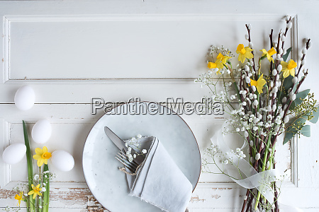easter table setting with spring flowers