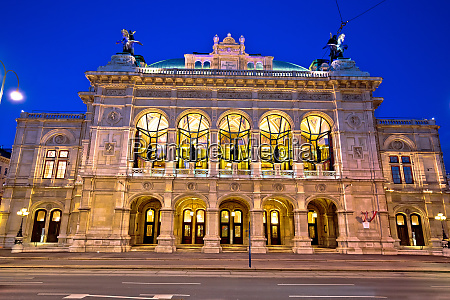 vienna state opera house square and