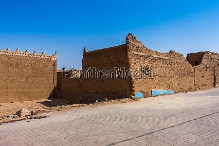 traditionelle arabische lehmziegelarchitektur in al majmaah