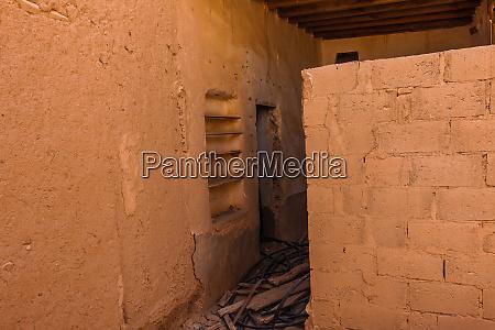 das verlassene traditionelle arabische lehmziegelhaus al