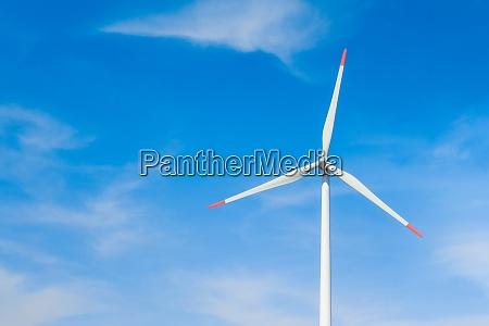 rotierende windmuehle zur erzeugung erneuerbarer energien