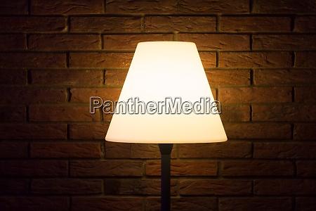 alte vintage nachtlampe leuchtet helles licht