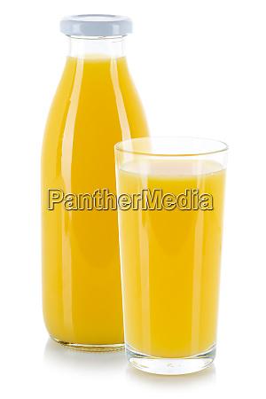 orangensaft getraenk glas und flasche isoliert