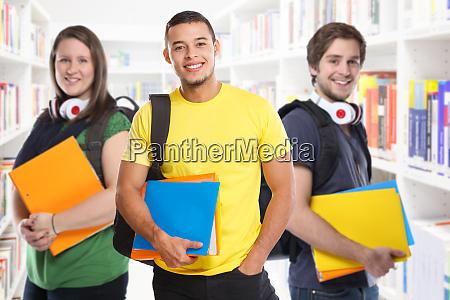 studenten studieren studenten studieren bibliotheksbildung laechelnd